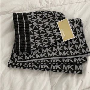 NWT Grey/Silver Michael Kors beanie & scarf set